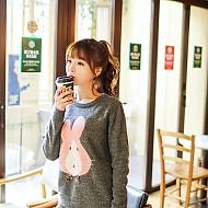 可爱小兔子针织衫